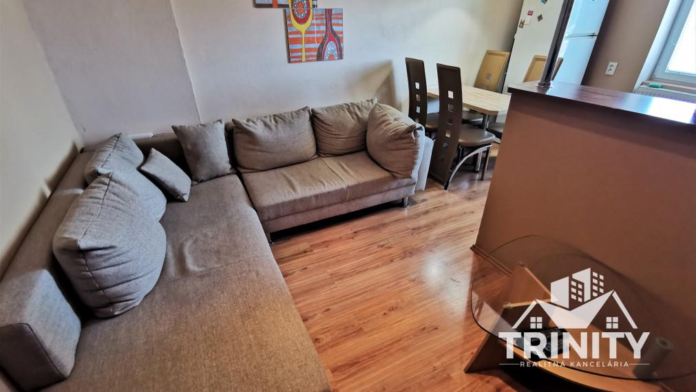 Na prenájom zariadený 2,5 izbový byt v Nových Zámkoch