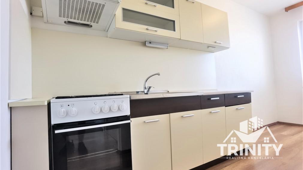 REZERVOVANÝ - Na predaj 3-izbový byt s loggiu v Nových Zámkoch
