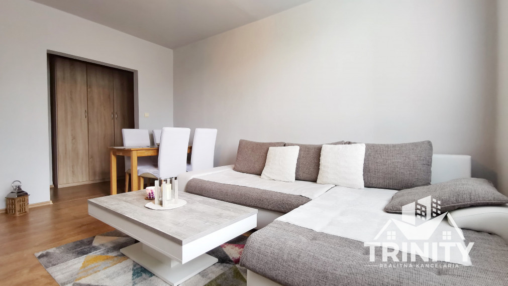 NA PREDAJ krásny 2-izbový byt s balkónom na ul. Komárňanská v meste Nové Zámky