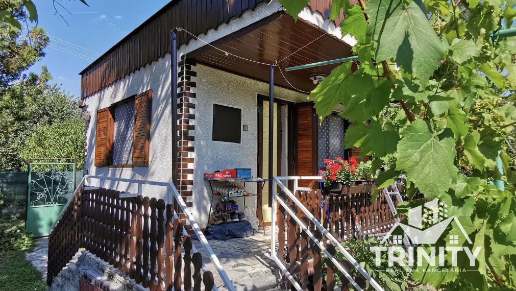 Na PREDAJ pekná CHATA so záhradkou, lokalita - Kvitnúci ostrov, Nové Zámky